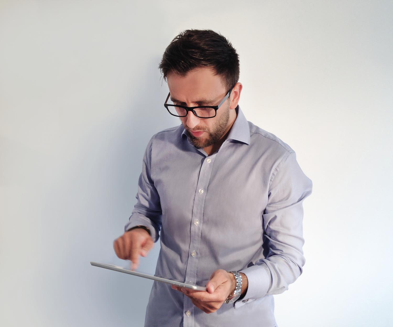 Rafal Jankos and his iPad